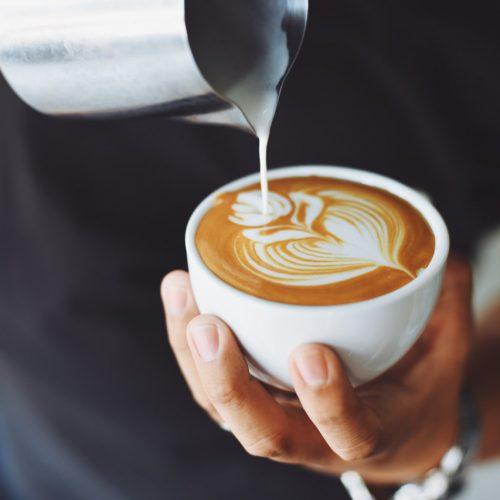 Nowość w Costa Coffee – Latte+ – kawa wzbogacona o witaminy i białko