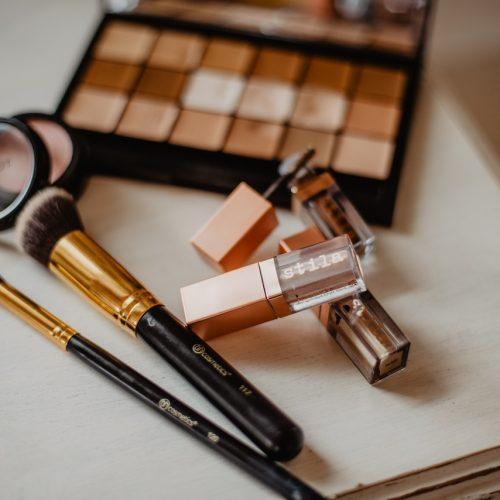 Akcesoria do makijażu na wiosnę – odśwież swoją kosmetyczkę