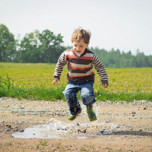 Jak wspierać dziecko w nawiązywaniu relacji z rówieśnikami?
