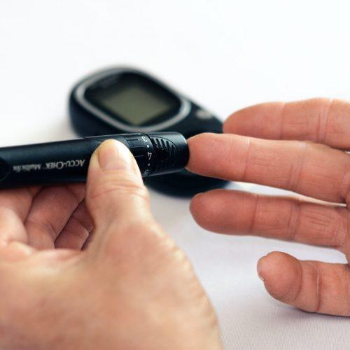 Jak systemy do ciągłego monitorowania glikemii (CGM) pomagają w walce z diabulim